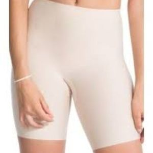 SPANX Red Hot Mid-Thigh Short